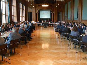 """Sitzung der """"Energiewende-Plattform Gebäude"""" © BMWi"""